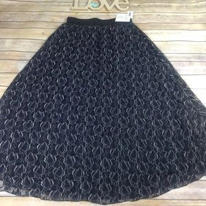 LuLaRoe sm black and gray floral lace Lucy skirt